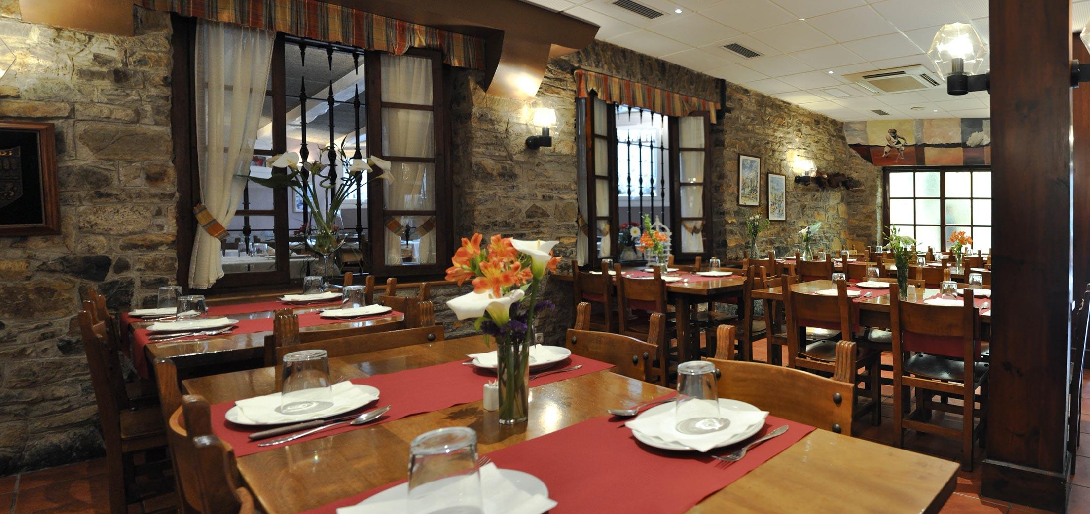 Comedor Restaurante Asador Lagunak – Restaurante Asador Pensión Lagunak